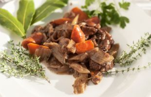 A Menu for the First Cold Weather - Braised Seitan in Red Wine with Vegetables