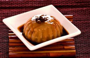 Cold Pudding with Coffee Almonds