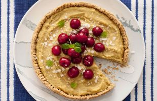 Gluten-Free Tart with Cream of Millet and Cherries