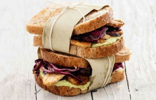 Wholemeal Sandwich with Tempeh, Avocado and Purple Cabbage